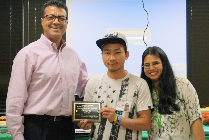 Mungal receives an Outstanding Student Award